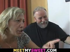 Old mom licking her young pussy before didlo fuck