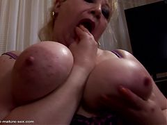 Foot and fist rough sex with mature BBW mom