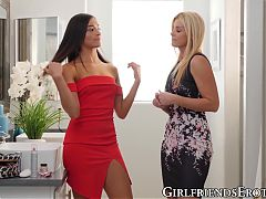 Lusty dyke MILF India Summer receives fingering from teen