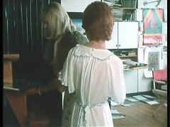 Laura's  lesbian scene