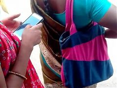 Tamil young girl hot view in busstop (hot closeup)